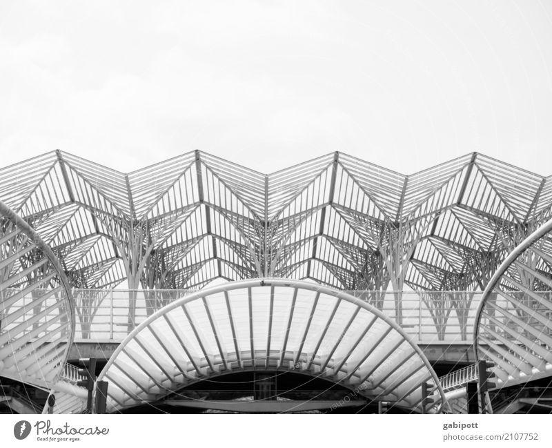 Lissabon Hauptstadt Skyline Haus Bauwerk Gebäude Architektur Stadt Strukturen & Formen Linie Schwarzweißfoto Außenaufnahme Menschenleer Tag Licht Schatten