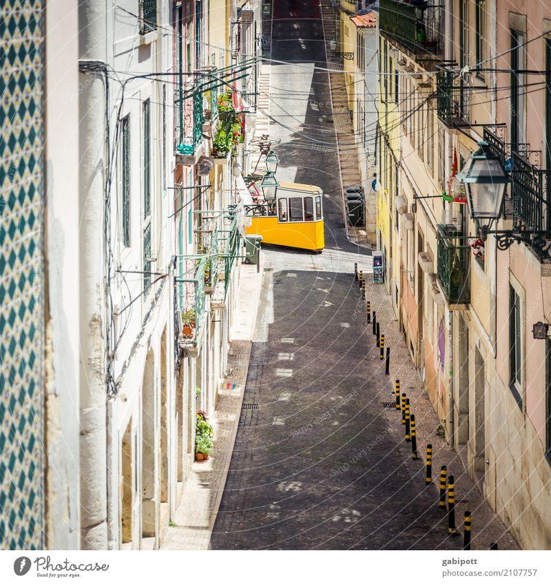 Lissabon Stadt Hauptstadt Stadtzentrum Altstadt Haus Fassade Verkehrswege Straße Wege & Pfade Wegkreuzung Fahrzeug Straßenbahn Schienenfahrzeug gelb