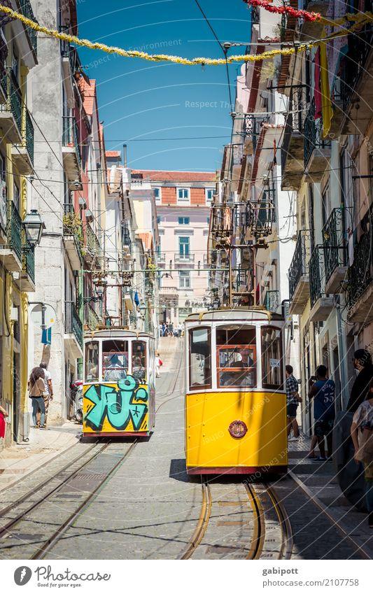 Lissabon - typisches postkartenmotiv Hauptstadt Stadtzentrum Altstadt Fußgängerzone Haus Sehenswürdigkeit Verkehr Verkehrsmittel Verkehrswege Personenverkehr