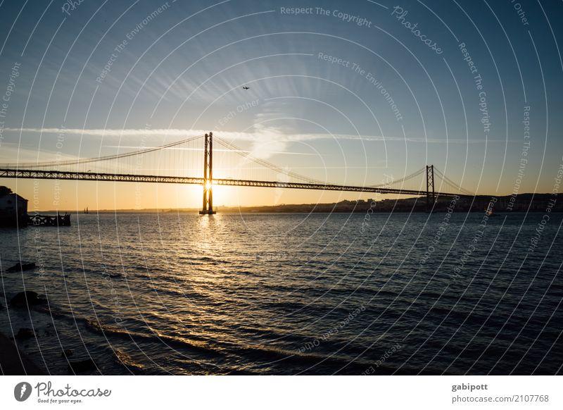 Brücke überm Tejo Landschaft Himmel Wolken Sonnenaufgang Sonnenuntergang Sommer Schönes Wetter Flussufer Lebensfreude Erholung erleben Farbe Idylle Leichtigkeit