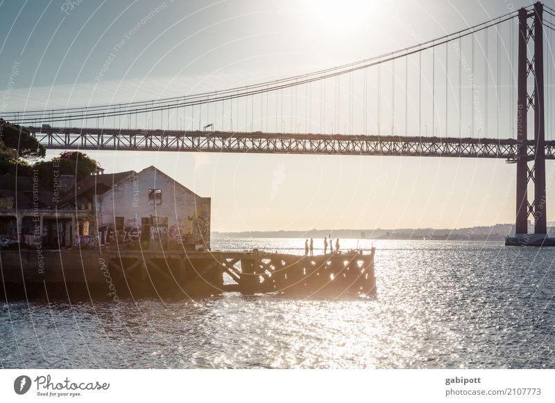 am Fluss Himmel Sommer Tejo-Brücke Lissabon Portugal Hafen Bauwerk Sehenswürdigkeit Wahrzeichen Gefühle Freude Fröhlichkeit Zufriedenheit Lebensfreude Energie