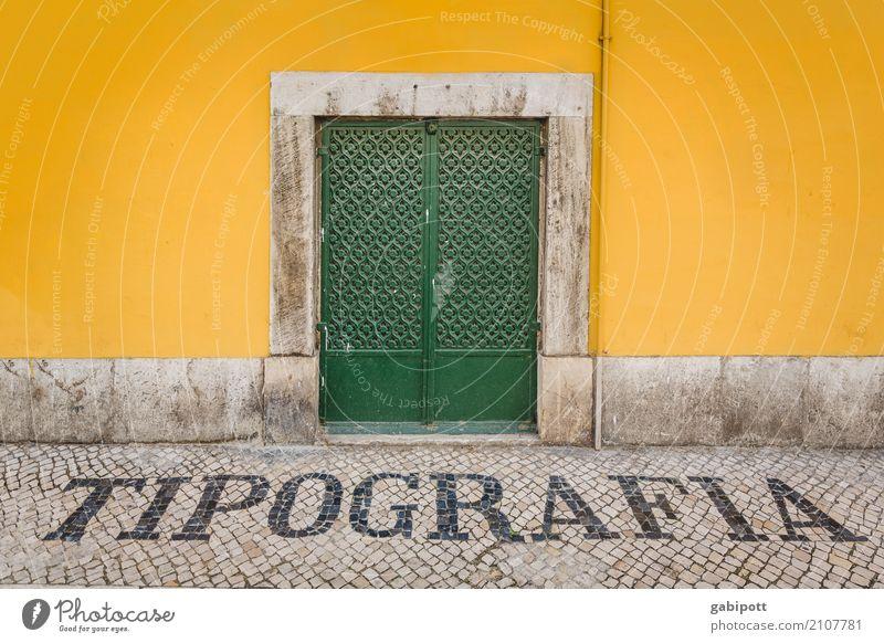Tipografia Stadt grün Haus Straße gelb Wege & Pfade Fassade Schriftzeichen Tür Kreativität Zeichen Ziffern & Zahlen Typographie Portugal Lissabon