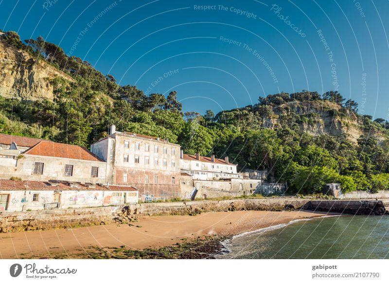 Verlassen Ferien & Urlaub & Reisen Tourismus Ausflug Abenteuer Freiheit Städtereise Sommer Sommerurlaub Sonne Strand Cacilhas Portugal Dorf Fischerdorf
