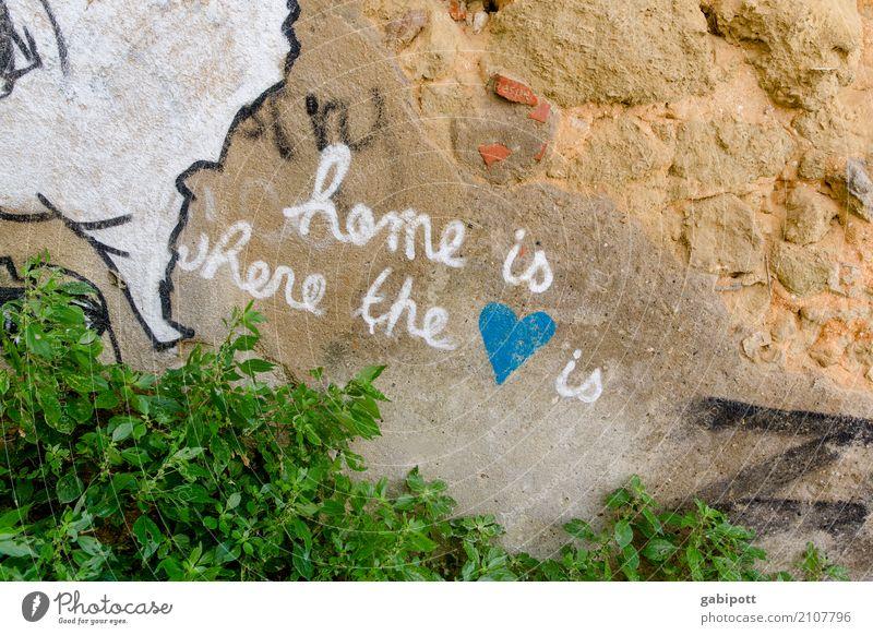 home is where the <3 is blau Stadt weiß Leben Graffiti Gebäude Kunst Glück Fassade Zusammensein Freundschaft Fröhlichkeit Kultur Abenteuer Lebensfreude