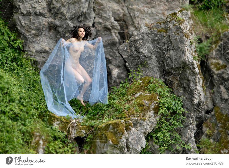 Erwachet! Frau Mensch Akt schön Sommer Erotik Leben feminin nackt Berge u. Gebirge Frühling Freiheit grau Landschaft Erwachsene Umwelt