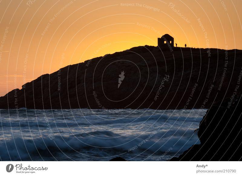 Schattenspiel Natur Wasser Meer Ferien & Urlaub & Reisen gelb Landschaft Wellen gold Felsen Tourismus Bucht Sonnenuntergang Atlantik Frankreich Kontrast