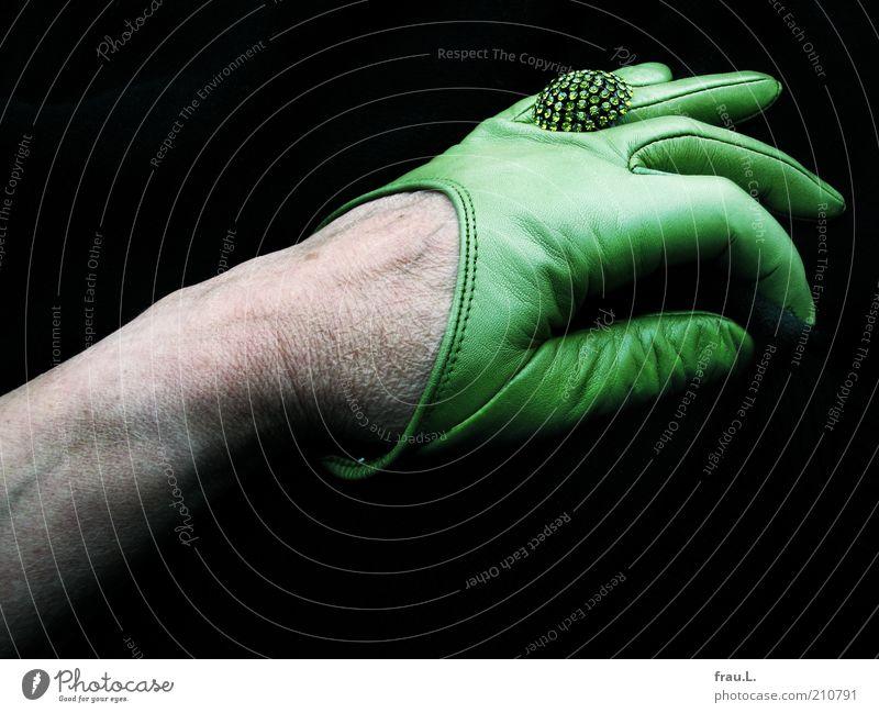 neue Handschuhe Mensch feminin Weiblicher Senior Frau 45-60 Jahre Erwachsene alt hässlich verrückt grün eitel bizarr Vergänglichkeit Ring Strass Schmuck