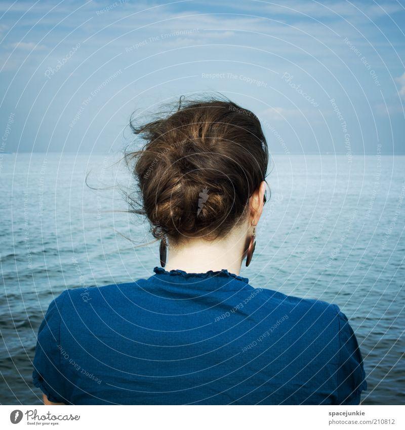across the blue sea Frau Mensch Himmel Wasser blau Meer Einsamkeit Ferne Küste See Wellen Wind Rücken Hoffnung Zukunft Sehnsucht