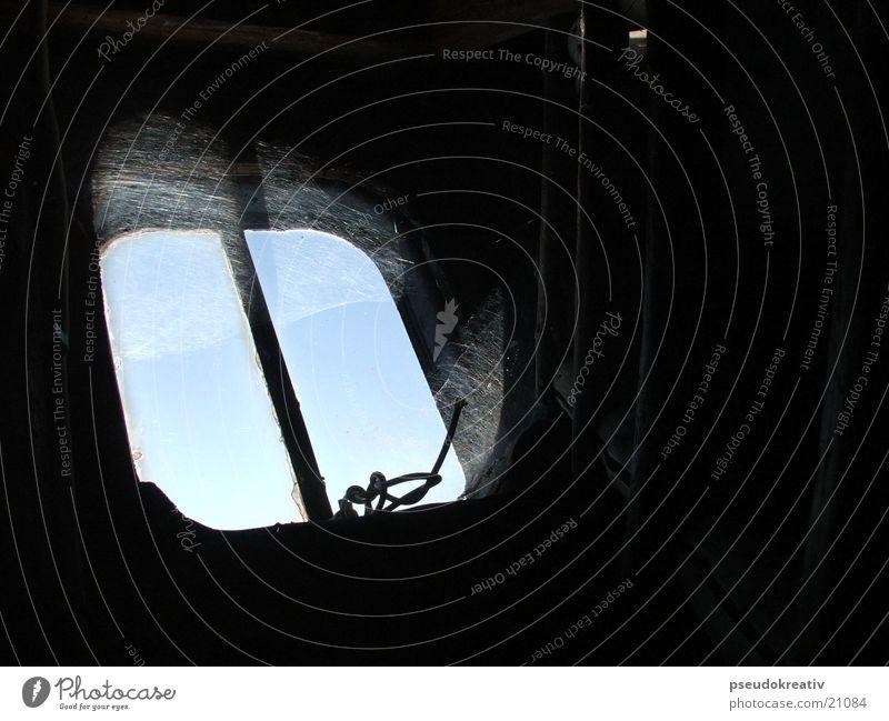 Norbert Fenster Spinnennetz dreckig Durchblick Dachboden Luke Himmel alt