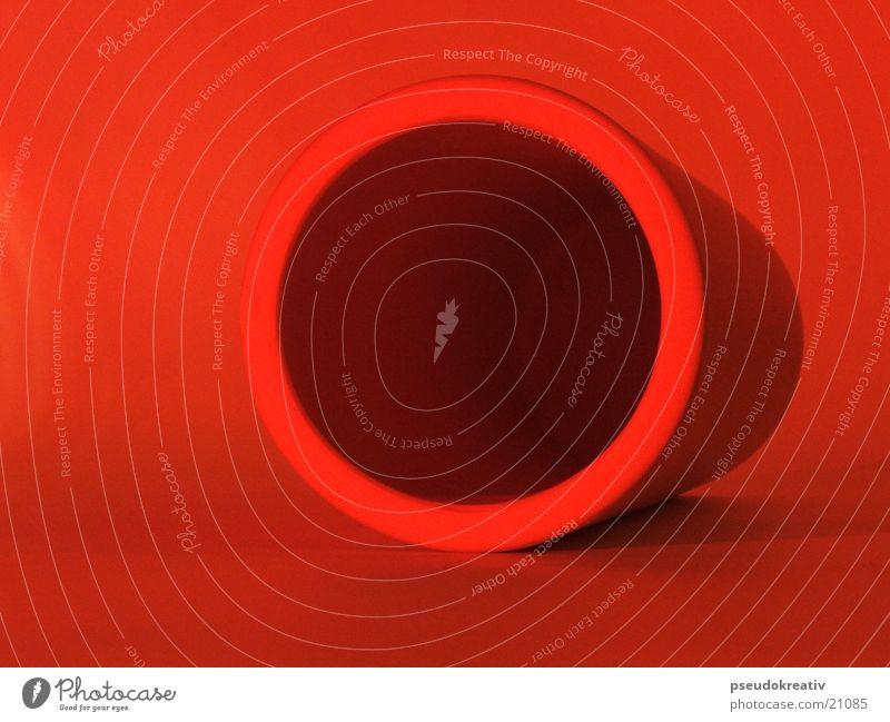 Willi Keramik rot Behälter u. Gefäße Becher Vase Dinge orange Schatten Loch Kreis Zylinder
