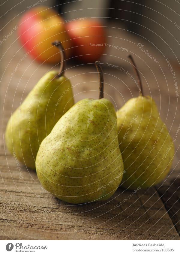 Drei Birnen Gesunde Ernährung Frucht süß lecker Bioprodukte Apfel reif Holztisch rustikal vitaminreich Abate