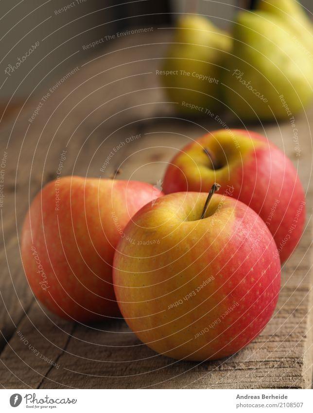 Drei Äpfel und die Birnen Lebensmittel Frucht Apfel Ernährung Bioprodukte Vegetarische Ernährung Diät Stil Gesundheit lecker rund saftig süß diet food freshness