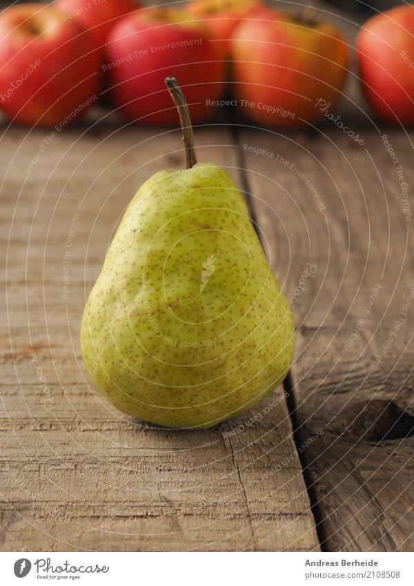 Eine Birne Frucht Bioprodukte Vegetarische Ernährung Diät Fasten lecker süß agriculture apples delicious diet food fresh freshness fruit green healthy