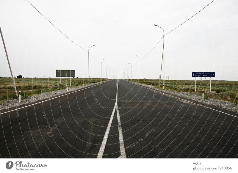 6 km vor China Kasachstan Asien Menschenleer Straße Ferne Unendlichkeit kalt trist Zukunft Farbfoto Außenaufnahme Textfreiraum oben Tag Zentralperspektive