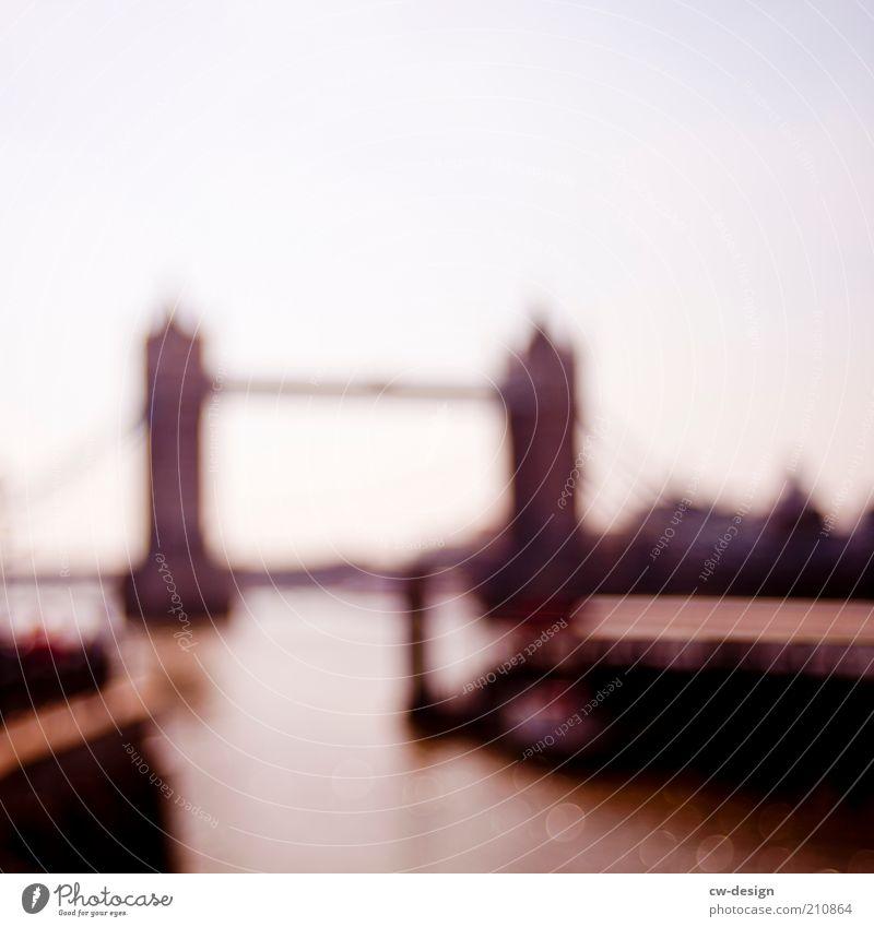 HANS UND GABI Menschenleer Brücke Turm Sehenswürdigkeit Wahrzeichen Tower Bridge braun weiß Mole Hafen London Bekanntheit Großbritannien Hängebrücke Sightseeing