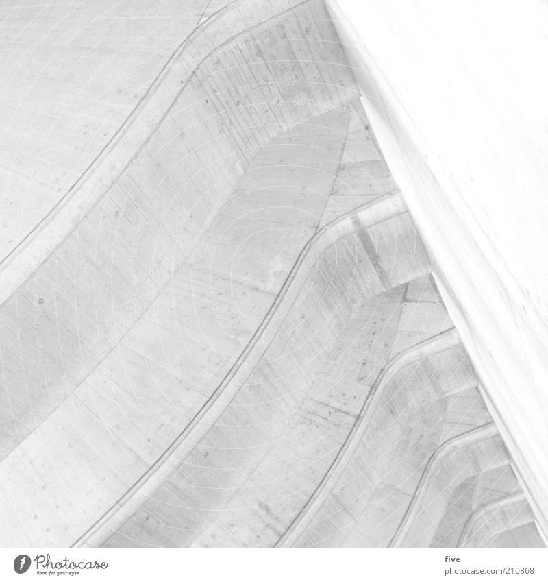 2. Stock Haus Parkhaus Bauwerk Gebäude Architektur Mauer Wand ästhetisch fest hell hoch grau weiß Beton groß Schwarzweißfoto Außenaufnahme abstrakt