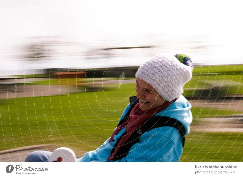 wuuuuuuuuuhuuuuuuuuuuuuuuuuu! Frau Mensch Jugendliche grün Freude feminin Spielen Frühling lachen Erwachsene Fröhlichkeit Freizeit & Hobby Lebensfreude Mütze
