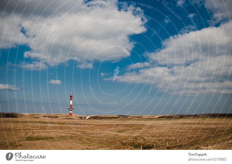 Wie das Land, so die Insel Schönes Wetter Küste Nordsee blau Horizont Wolken Wolkenhimmel Leuchtturm Wangerooge Meer Düne Stranddüne Dünengras Leuchtfeuer