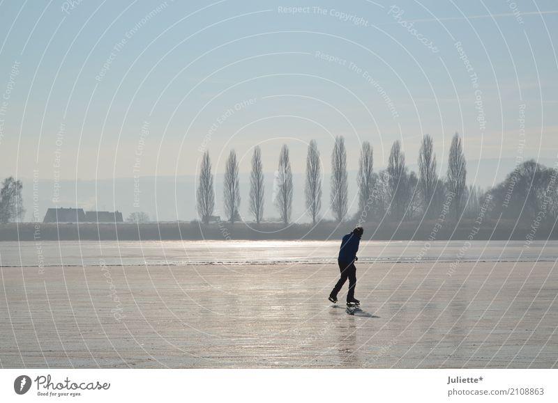 On Ice_7 Freude Insel Winter Winterurlaub Sport Schlittschuhlaufen Schlittschuhe Erwachsene 1 Mensch 18-30 Jahre Jugendliche Natur Landschaft Wasser Himmel