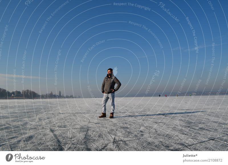 Men on ICE maskulin Junger Mann Jugendliche Erwachsene 1 Mensch 30-45 Jahre Natur Himmel Wolkenloser Himmel Winter Schönes Wetter Eis Frost Insel Reichenau See