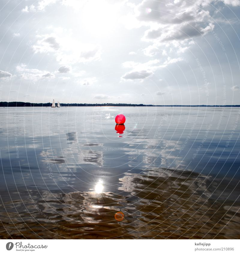 red dot flaute Meer rot Sommer ruhig Erholung Küste Schilder & Markierungen Horizont Freizeit & Hobby Punkt Bucht Ostsee Schönes Wetter Segelboot Orientierung
