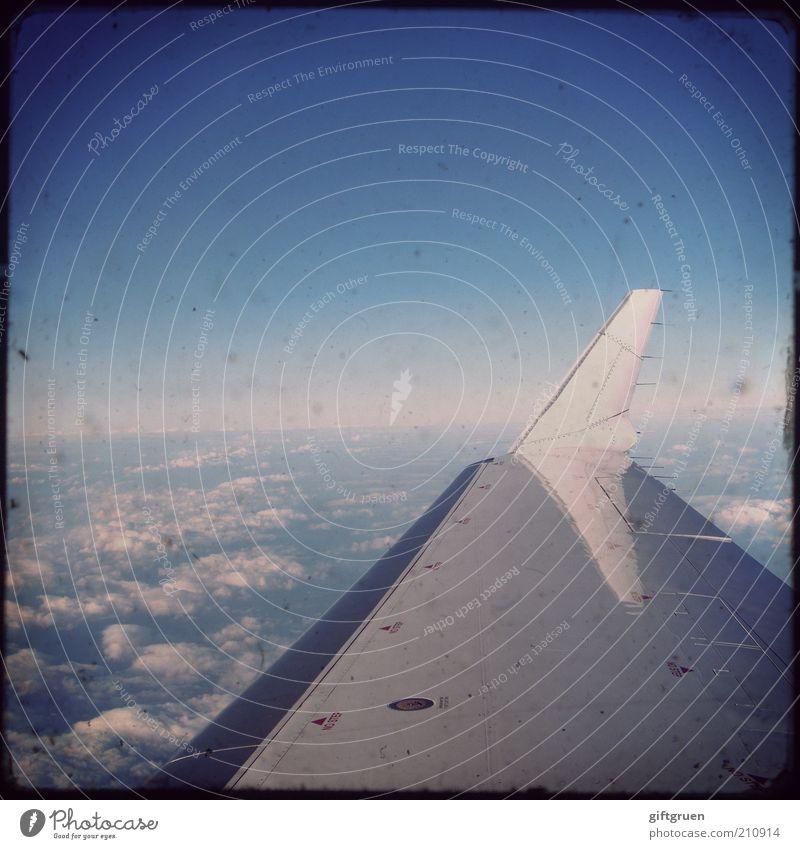 auf und davon Himmel Ferien & Urlaub & Reisen Wolken Ferne Freiheit Flugzeug fliegen Horizont Verkehr Luftverkehr Technik & Technologie Tourismus Tragfläche