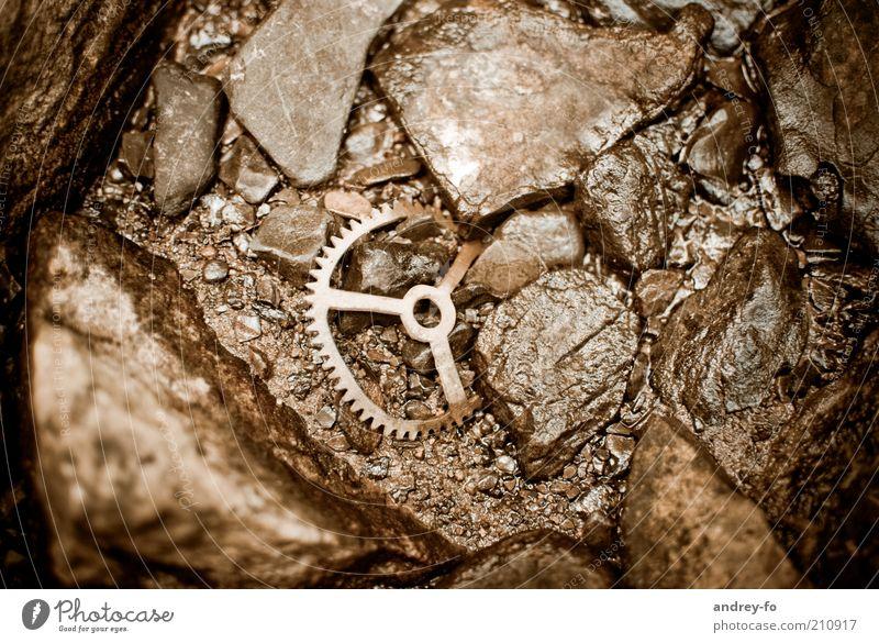 Zahnrad Wasser alt Stein braun Metall nass Industrie retro rund kaputt Uhr verfallen Rad Rost Vergangenheit historisch