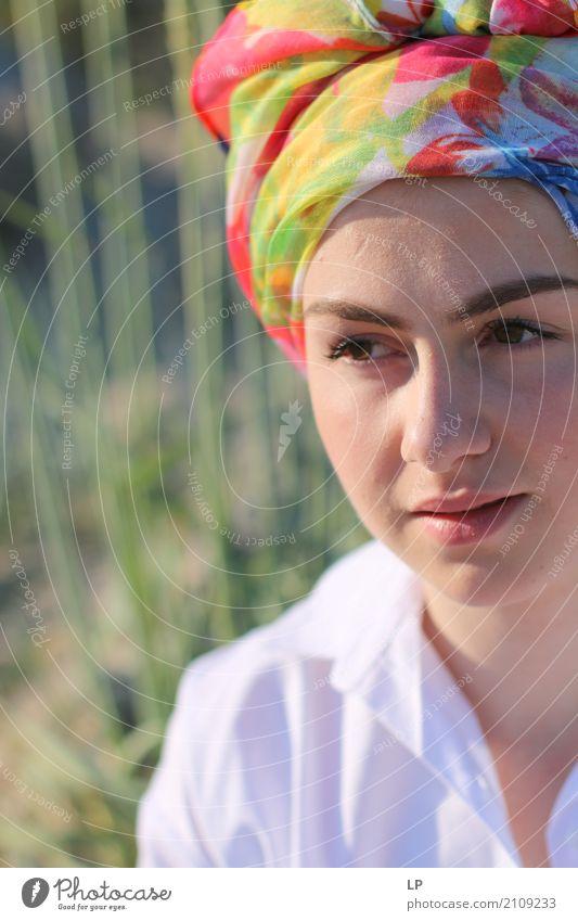 schönes Porträt einer jungen Frau Mensch Ferien & Urlaub & Reisen Jugendliche Junge Frau Erholung ruhig Leben Lifestyle Gefühle Gesundheit feminin Stil