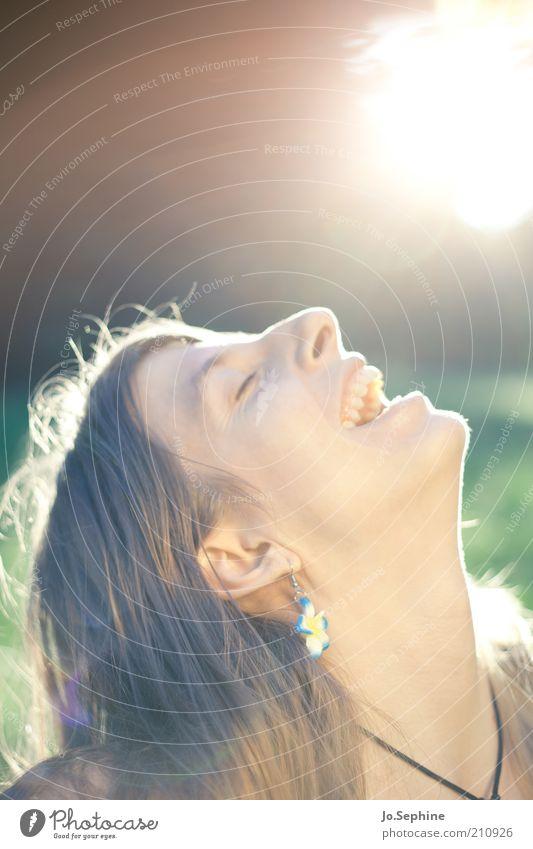Glückskind Freude Sommer Sonne feminin Junge Frau Jugendliche Kopf 18-30 Jahre Erwachsene genießen lachen Fröhlichkeit positiv Gefühle Zufriedenheit