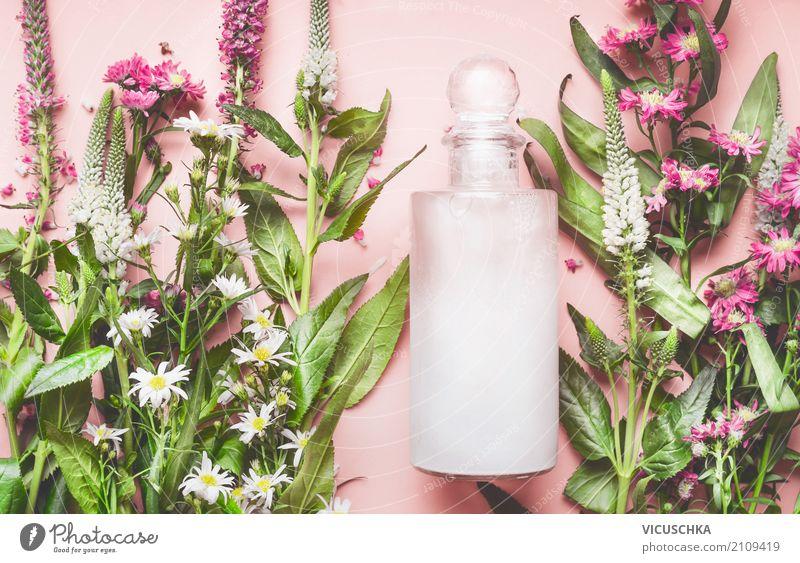Naturkosmetik mit Pflanzen und BLumen schön Blume Blatt Leben Gesundheit Blüte Stil rosa Textfreiraum Design kaufen Wellness Körperpflege Kosmetik