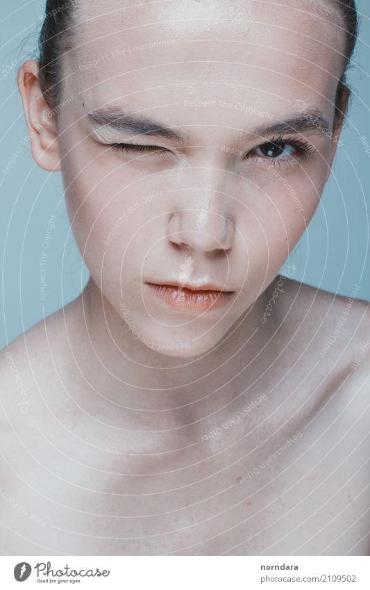 Schönheitsportrait eines jungen Mädchens schön Körperpflege Haut Gesicht Rouge Gesundheit Wellness harmonisch Wohlgefühl Zufriedenheit feminin Junge Frau
