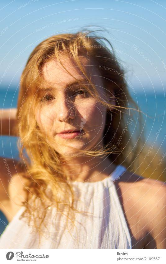 Sommerwind schön Haare & Frisuren Haut Gesundheit Leben Wohlgefühl Zufriedenheit Sinnesorgane feminin Junge Frau Jugendliche 1 Mensch 18-30 Jahre Erwachsene