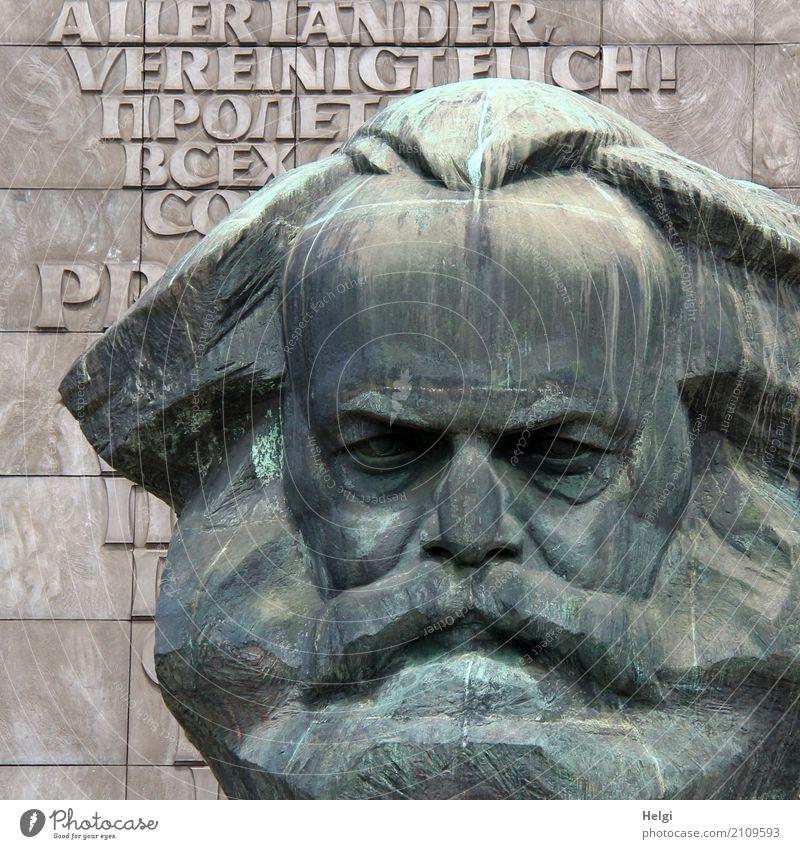 AST 10 | noch ein Karl Kunst Kunstwerk Skulptur Chemnitz Mauer Wand Sehenswürdigkeit Wahrzeichen Denkmal Karl Marx Stein Schriftzeichen stehen alt groß