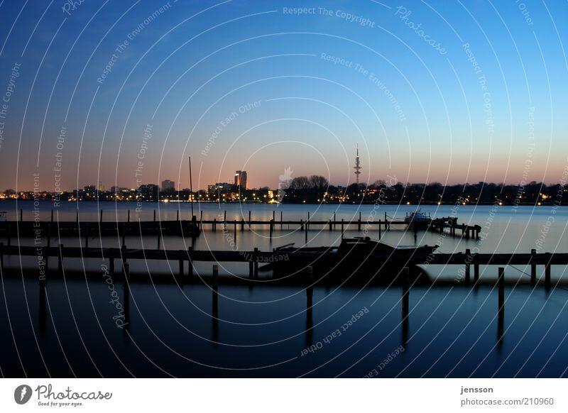 Alsterwasser Umwelt Natur Landschaft Wasser Sonnenaufgang Sonnenuntergang Schönes Wetter Seeufer Außenalster Hamburg Stadt Skyline Menschenleer Sportboot Jacht