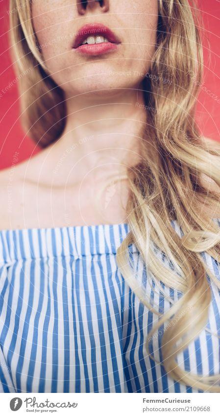 Carmenbluse (11) feminin Junge Frau Jugendliche Erwachsene Mensch 18-30 Jahre 30-45 Jahre schön blond lockig gepflegt langhaarig Haare & Frisuren Bluse