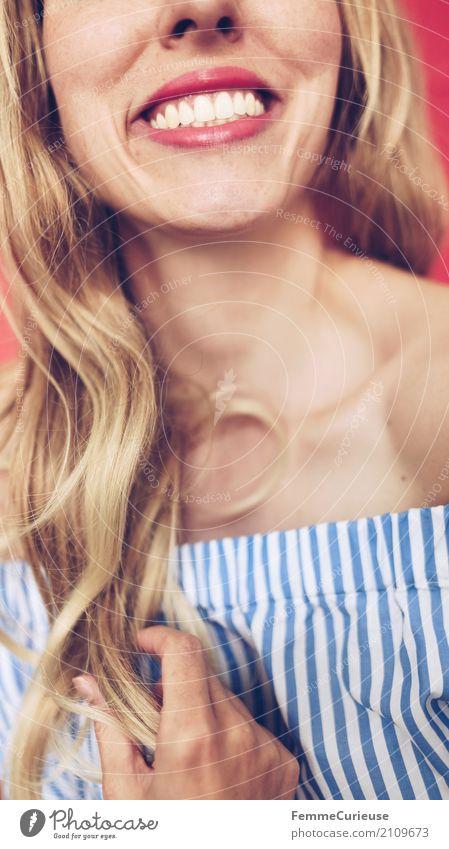 Carmenbluse (17) Mensch Frau Jugendliche Junge Frau schön weiß rot 18-30 Jahre Erwachsene feminin lachen Haare & Frisuren Mode modern blond Lächeln