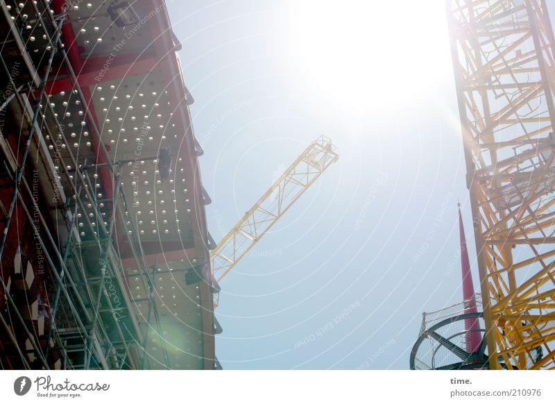 siesta non grata Sonne Arbeit & Erwerbstätigkeit Baustelle Industrie Technik & Technologie Wärme Turm Architektur bauen heiß hell hoch Kran Baukran Mittag Eisen