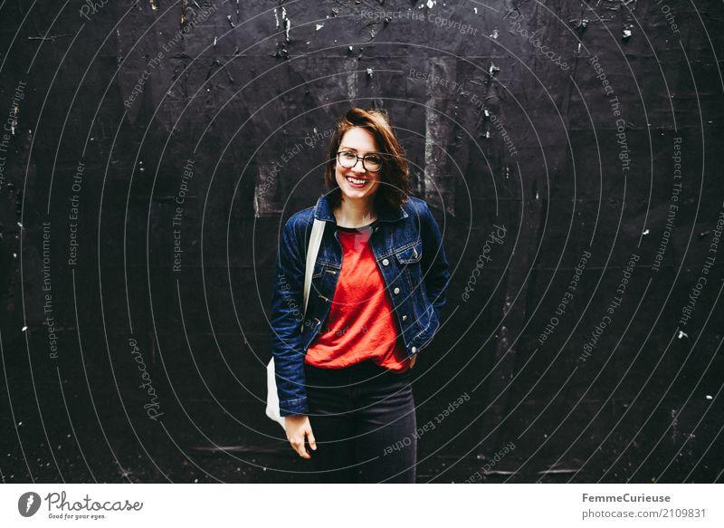 Roadtrip West Coast USA (251) feminin Junge Frau Jugendliche Erwachsene Mensch 18-30 Jahre 30-45 Jahre Freizeit & Hobby Stadt Jutesack Jeansjacke Coolness