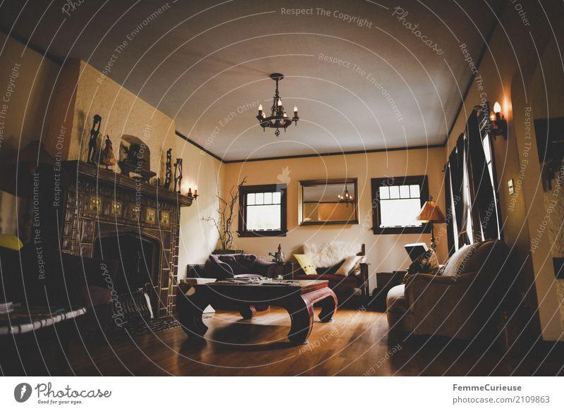 Roadtrip West Coast USA (237) Haus Einfamilienhaus Traumhaus Reichtum Häusliches Leben Amerika Holztisch Möbel Innenarchitektur Kronleuchter Sofa Kamin
