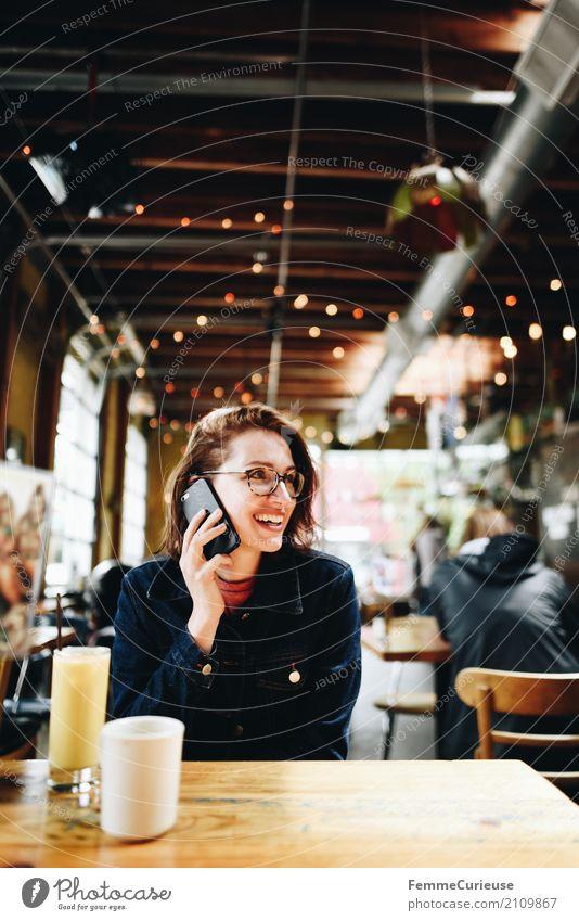 Roadtrip West Coast USA (240) Junge Frau Jugendliche Erwachsene 1 Mensch 18-30 Jahre 30-45 Jahre Kommunizieren Telefongespräch Telekommunikation