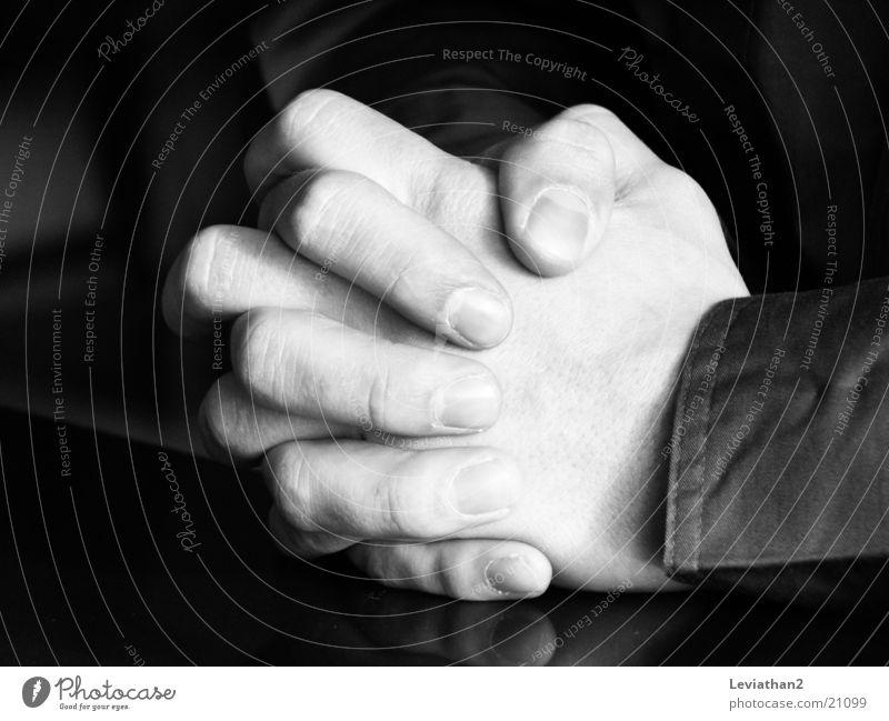 Hands Mann Gebet Brettspiel gefaltet