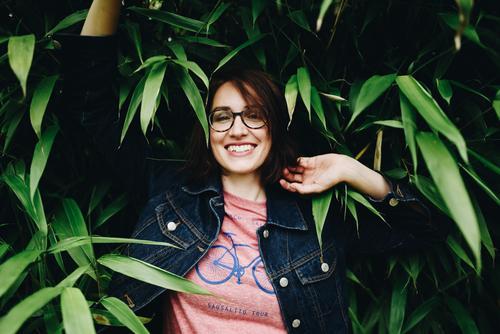 Roadtrip West Coast USA (152) feminin Junge Frau Jugendliche Erwachsene Mensch 18-30 Jahre 30-45 Jahre Natur Naturliebe Sträucher Pflanze Grünpflanze Garten