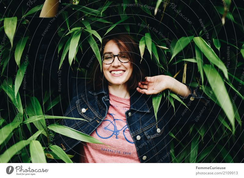 Roadtrip West Coast USA (152) Mensch Frau Natur Jugendliche Pflanze blau Junge Frau rot 18-30 Jahre Erwachsene natürlich feminin Glück Garten Mode Park