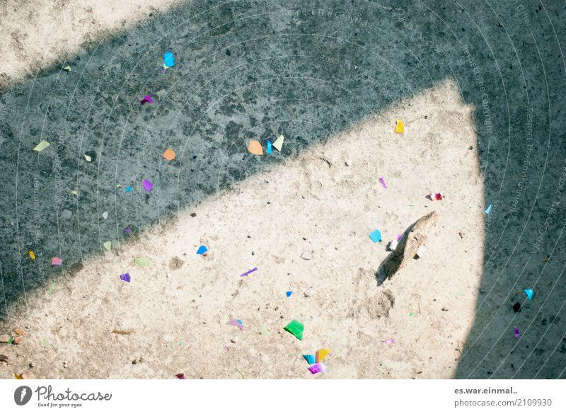 Glitter glänzend Party Konfetti Boden Farbfoto mehrfarbig Außenaufnahme Menschenleer Textfreiraum links Textfreiraum rechts Textfreiraum oben Textfreiraum unten