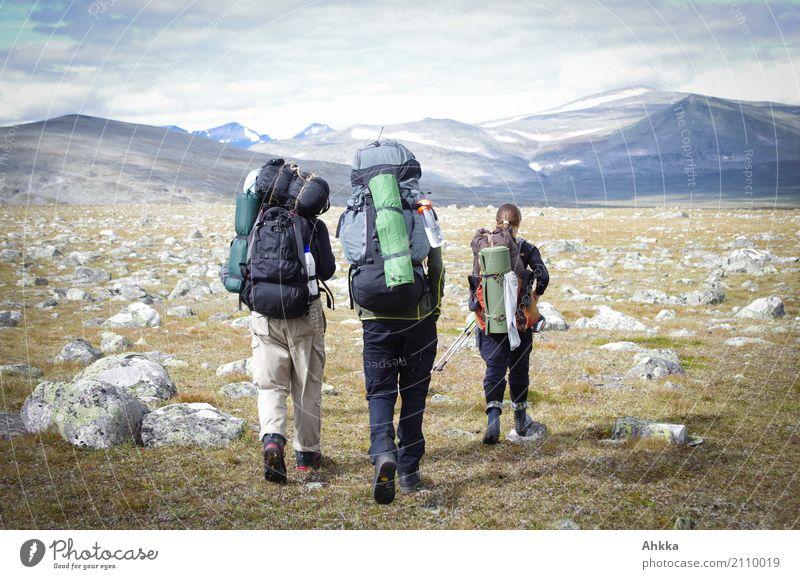 Wanderer mit viel Gepäck, Schweden, Panorama, Abenteuer Ferien & Urlaub & Reisen Ausflug Freiheit Berge u. Gebirge wandern Leben 3 Mensch Landschaft Felsen