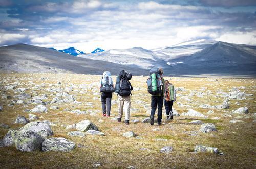 Rein ins Vergnügen Ferien & Urlaub & Reisen Abenteuer Ferne Freiheit Berge u. Gebirge wandern Mensch Leben 4 Menschengruppe Landschaft Lappland entdecken
