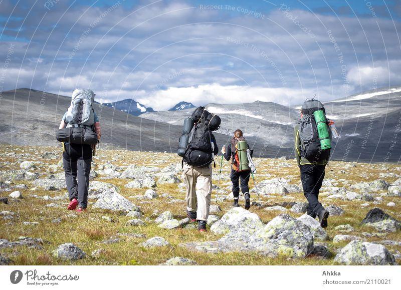 Vier Menschen mit Wanderrucksäcken, Berglandschaft, Skandinavien Ferien & Urlaub & Reisen Abenteuer Ferne Freiheit Berge u. Gebirge wandern Jugendliche 4 Natur