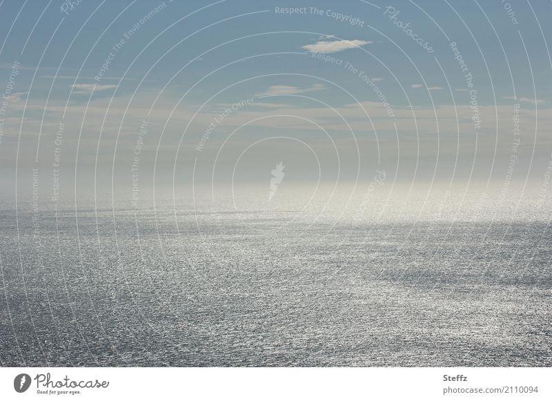 Lichthorizont Umwelt Natur Wasser Himmel Wolken Horizont Schönes Wetter Wellen Meer Atlantik Großbritannien Wales Nordeuropa maritim schön blau grau silber weiß