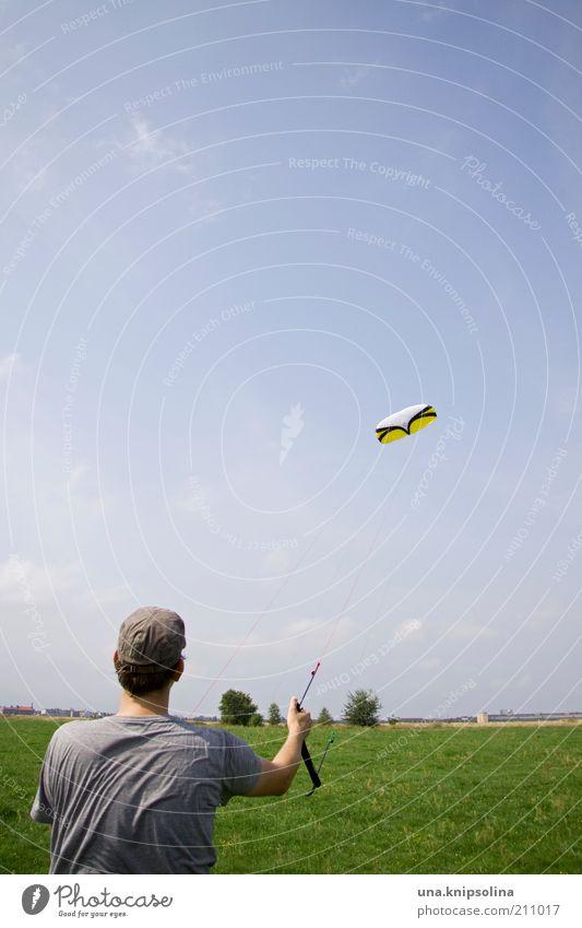 kite Freizeit & Hobby Spielen Freiheit Sport maskulin Junger Mann Jugendliche Erwachsene 1 Mensch 18-30 Jahre Natur Landschaft Schönes Wetter Wind beobachten