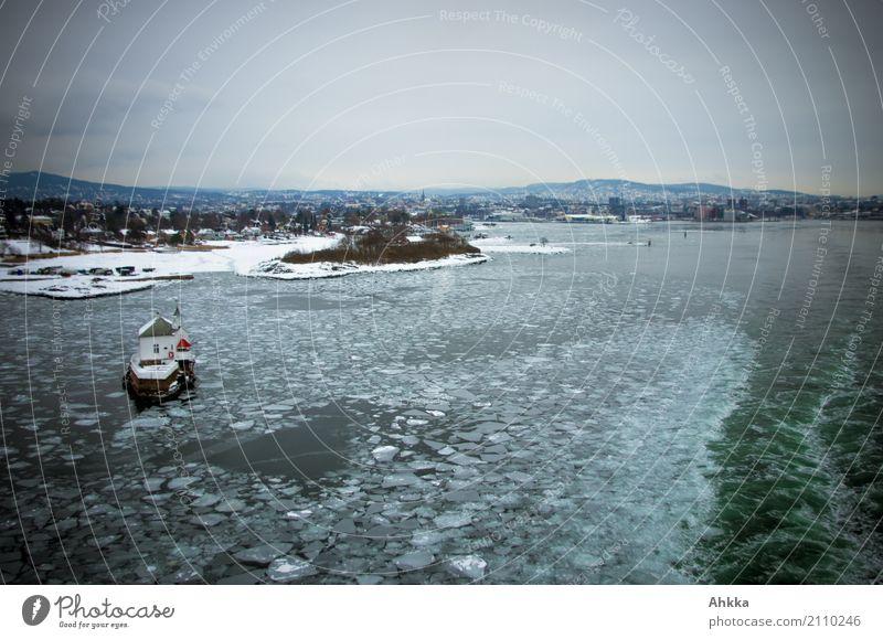 Oslo, bye bye Natur Ferien & Urlaub & Reisen Wasser Meer Einsamkeit Winter Umwelt kalt Küste Bewegung gehen Horizont Eis Abenteuer Geschwindigkeit